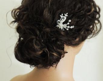 Small crystal rhinestone wedding hair pin, flower bridal hair accessory, wedding hair accessory