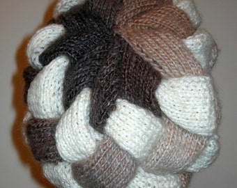 """Bonnet tricoté à main au point d'entrelacs """"VERONIQUE""""  en laine et acrylique"""