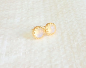 Moonstone earrings - Moonstone studs - Moonstone studs earrings - Gold moonstone earrings - Gemstone earrings - Rainbow moonstone studs