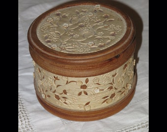 Wooden trinket box with floral pattern cork detail