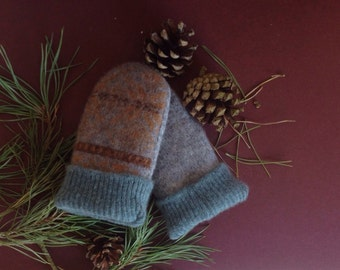 Baby mittens // Upcycled wool // recycled sweater // Toddler 1T to 2T // UK seller