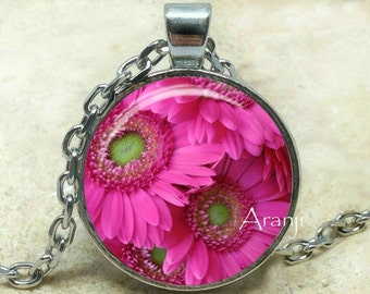 Pink gerber daisy pendant, pink daisy necklace, pink daisy pendant, gerber daisy pendant, gerber daisy, Pendant #PL161P
