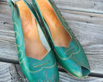 Womens Green with Red and Yellow Stitching Open Toe Heel Strap Faux Leather Pumps size 9M