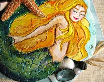 Mermaid jewelry box. Wood and shell beach treasure box. Hand painted clay mermaid lid decoration. Keepsake box. Trinket box. Made in USA.