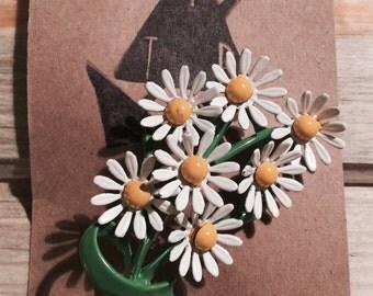 Vintage 1960s Enamel Daisy Flower Brooch