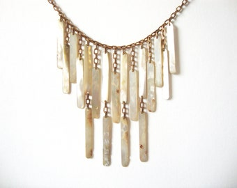 Vintage Mother of Pearl Graduated Dangle Necklace