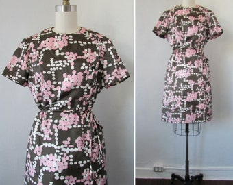 1960s dress | vintage 60s dress | chocolate brown and petal pink dress | mod dress | asian inspired | medium to large | The Peggy Dress