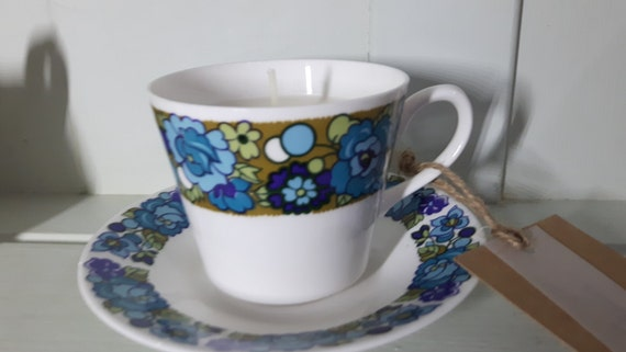 Hand poured scented soy wax vegan retro vintage tea cup candle, scented with apple.
