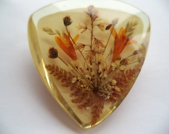 Fabulous Unsigned Vintage Dried Flowers Brooch/Pin