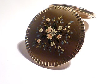Gifts for her / girlfriends / sisters / bridesmaids vintage compact mirrors Stratton enamel powder compacts