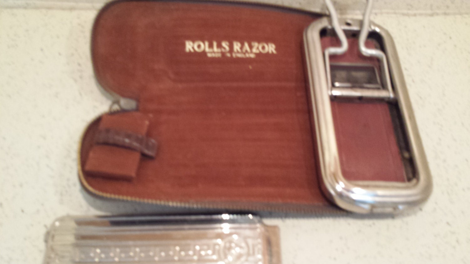 rolls razor made in england in leather case. Black Bedroom Furniture Sets. Home Design Ideas
