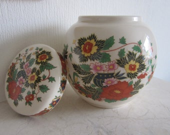 Sadler Ginger Jar, Indian Peony design. Lidded. From the 1930's. In excellent condition. Gift idea!