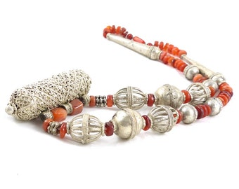 Old silver Hirz necklace Yemen, silver and Agate. Bedouin Yemen jewelry. Free shipping worldwide!
