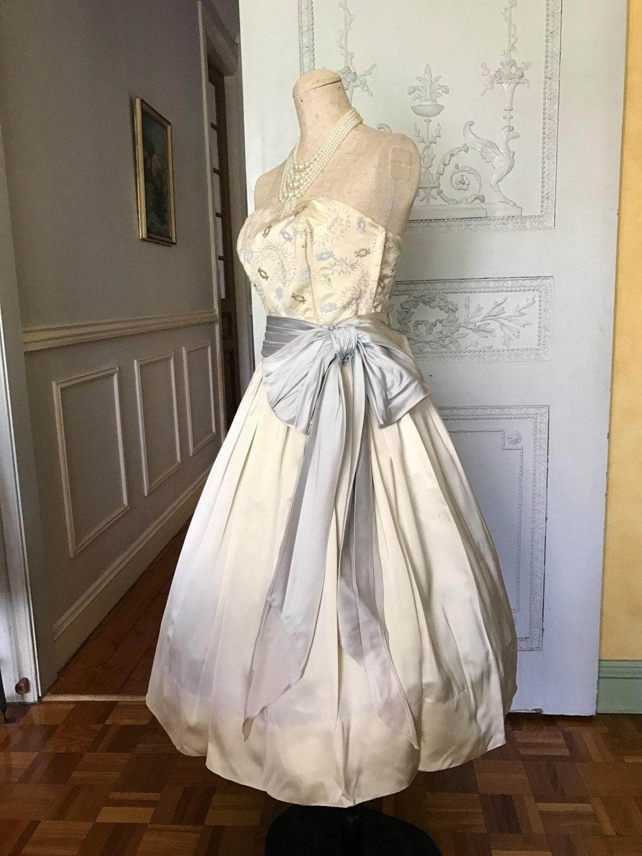 robe de mari e des ann es 1950 ann es 50 robe vintage des. Black Bedroom Furniture Sets. Home Design Ideas