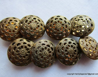 0041 – 12 Beautiful Matching Amber Background Pierced Twinkle Vintage Buttons