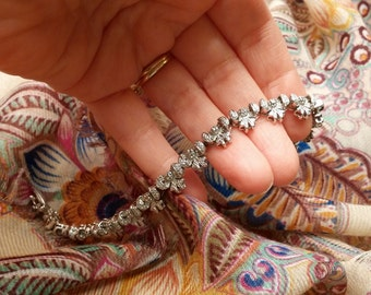 Adorable Bow Silver Link Bracelet