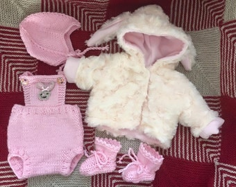 Preemie dungarees, helmet hat and booties pattern