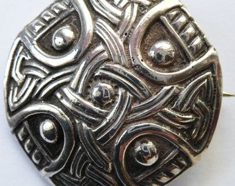 Lovely Silver Celtic Knotwork Sheild Brooch by Shipton & Co. Hallmarked Chester 1948