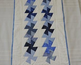 Blue Pinwheels Table Runner (M 45)
