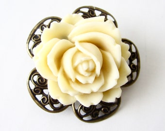 End of SUMMER SALE // Flower Brooch // Creamy Ivory Rose Pin // Small Flower Lapel Pin // Fresh Collar Pin