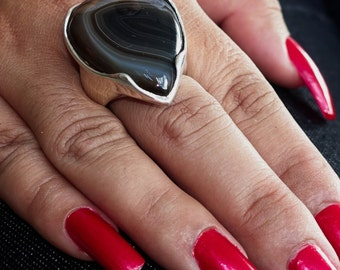 Simple designed Gemstone Ring with an pear shaped black Agate Sterling Silver 925 size 10 (GR270)