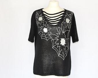 70s Woman Large Sweater /Black Short Sleeves Sweater / Free size  Medium to Large