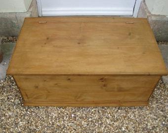 Vintage Pine Blanket Box/Coffer/Ottoman/Toy Box