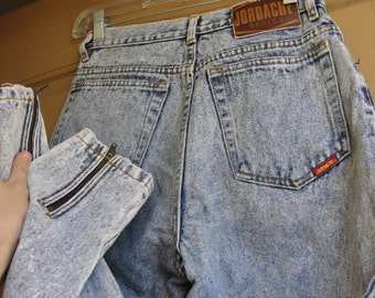 High contrast Jordache size 7 / 8 high waisted acid washed blue denim jeans tapered with zippers at the ankles 80s 90s 1980s 1990s