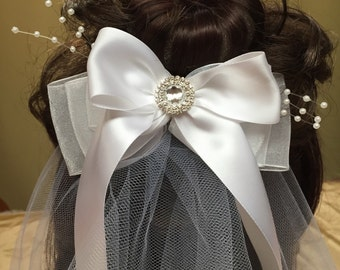 First communion comb with veil