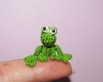 Miniature Green Frog Dollhouse toys tiny crochet frog miniature handmade frog little froggy collectible frog toys miniature animal toy
