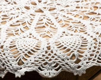 Vintage swedish crochet Table Mat, Doily Center Piece, Pretty white cotton table mat, Laces, handmade/  F311
