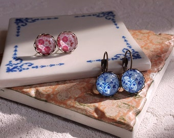 2 pairs Stud earrings Leverback earrings cabochon Floral Cottage chic Pink and Blue