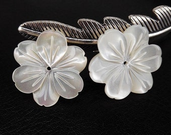 6pcs 18mm White MOP Carved 6 Petal Flower Beads Carved White Shell Flower Beads