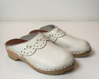 Hanna Andersson Clogs White with Eyelet Trim Girls Size 35 Euro / 3Y US