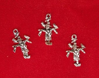 "BULK! 30pc ""scarecrow"" charms in antique silver style (BC1130B)"