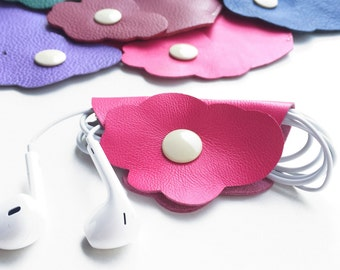 Organizer for earphones made in Italian leather, original and cute, perfect gift for your friend