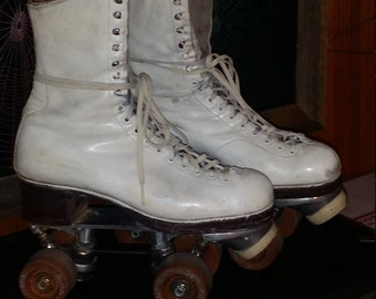 VINTAGE RIEDELL ROLLER  Skates Proffesional Model Redwing, Minnesota. White. Ladies Size 6