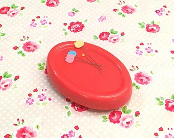 Magnetic pin cushion Red