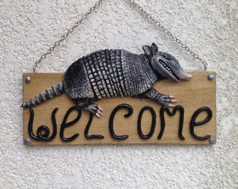 Armadillo welcome sign