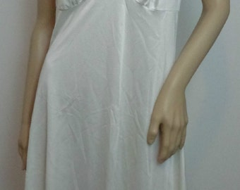 HALF PRICE:Vintage White Slip Womans Clothings Womans Lingerie Womans Slips