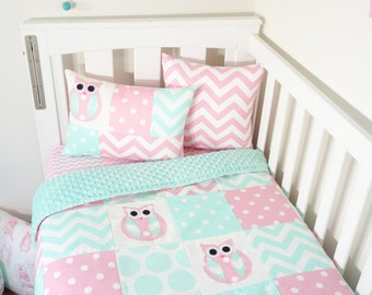 Patchwork quilt nursery set - Pink and mint owls (Mint minky quilt backing)