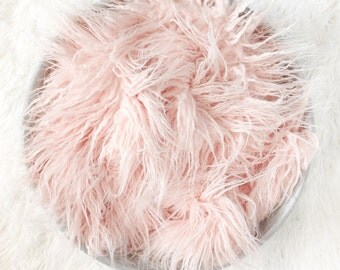 Curly ROSE PINK Sheep Faux Fur, Newborn Baby Photo Prop, Flokati Look, Faux Sheep Fur, Luxury Photo Prop,
