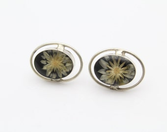 Handcrafted Artisan Vintage Pressed Daisy Stud Earrings in Sterling Silver. [10278]