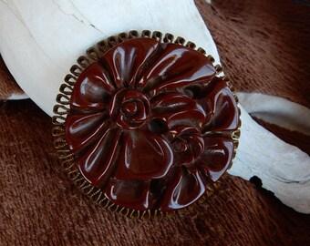 Vintage Carved Brown Bakelite Brooch. Vintage Jewelry. Bakelite Pin.