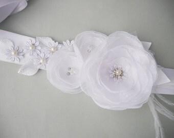 White Flower Bridal Sash, Flower Wedding Gown Sash, White Bridal Belt, Weddings, Wedding Dress, Lace Bridal Sash, Vintage, Floral sash