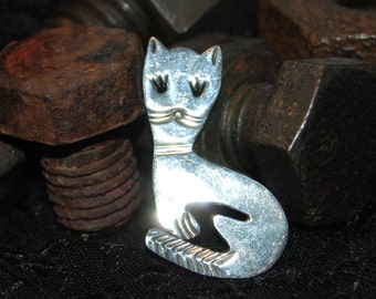 Pretty Kitty Cat Brooch in Vintage Sterling #BKC-KBRCH86