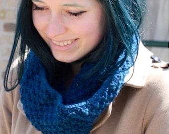 Blue textured cowl