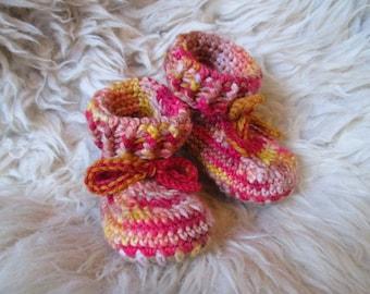 6-12m Koyun baby booties, crocheted booties, sheepskin booties, sheepskin slippers, handmade booties, babywearing booties, red booties