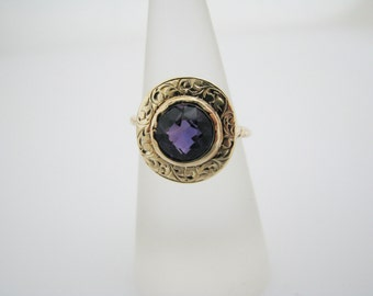Stunning Vintage Round Amethyst Ring in 14k Yellow Gold