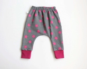 ON SALE Grey baby infant harem pants with pink stars. Slim fit harem pants with cuffs. Grey sweat fabric. Infant sweat pants. Baby leggings